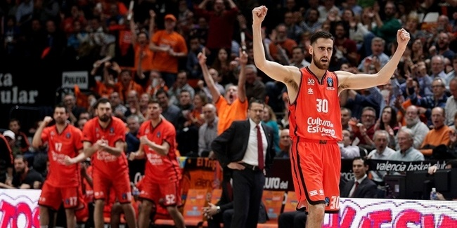 Valencia extends small forward Sastre