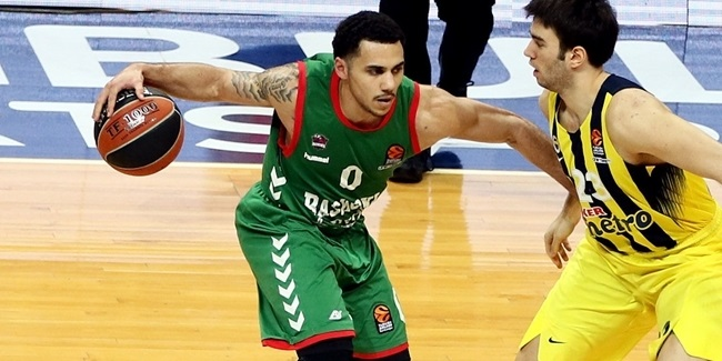 Efes bolsters roster with Larkin