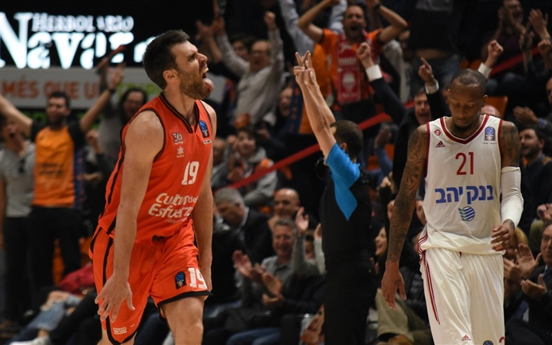 Fernando San Emeterio celebrates - Valencia Basket - EC16 (photo Valencia Basket - Miguel Angel Polo)