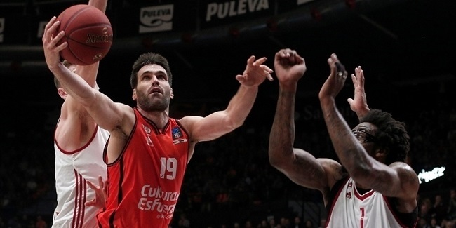 Valencia extends San Emeterio through 2019