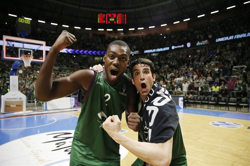 Viny Okouo and Carlos Suarez celebrates - Unicaja Malaga - EC16 (photo Unicaja - Mariano Pozo)