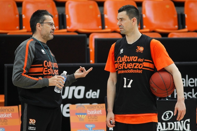 Pedro Martinez and Rafa Martinez - Valencia Basket practices - Finals 2017 - EC16