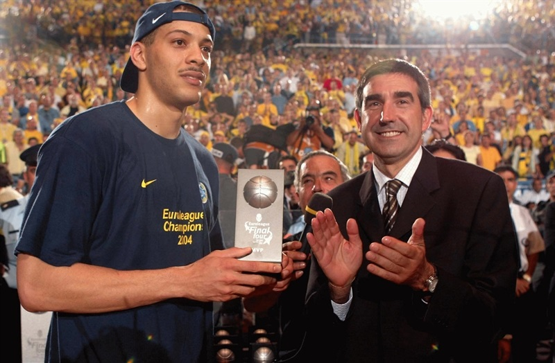 Anthony Parker with Jordi Bertomeu, MVP Final Four 2004 Tel Aviv