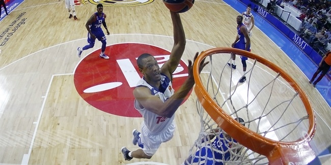 Madrid re-signs big man Randolph