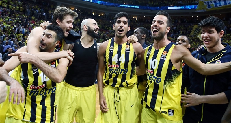 Players Fenerbahce Istanbul celebrates to Final Four - EB16