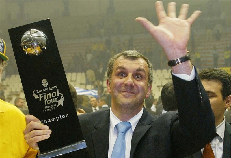 Zeljko Obradovic gets his fifth European Cup crown with Panathinaikos - Final Four Bologna 2002