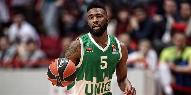 Alphonso Ford Top Scorer Trophy goes to Keith Langford of Unics!