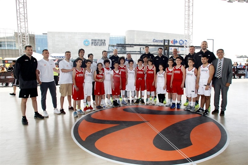 Legends One Team Session and Exhibition Game in FanZone - Final Four Istanbul 2016 - EB16