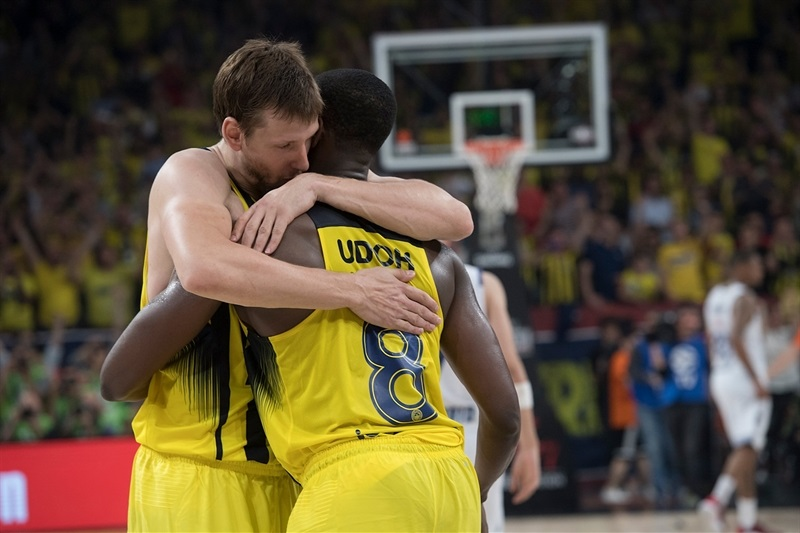 Jan Vesely and Ekpe Udoh celebrates - Fenerbahce Istanbul - Final Four Istanbul 2017 - EB16