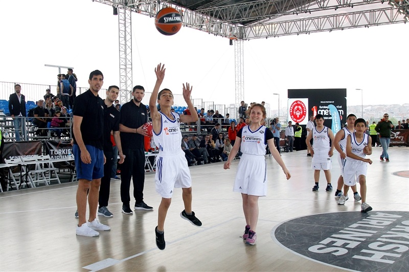 One Team Session with Special Olympics - Final Four Istanbul 2017 - EB16