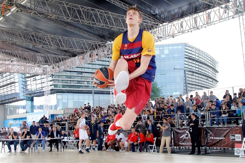 Luka Samanic of U18 FC Barcelona Lassa was crowned champion of slam dunk contest - Final Four Istanbul 2017 - EB16