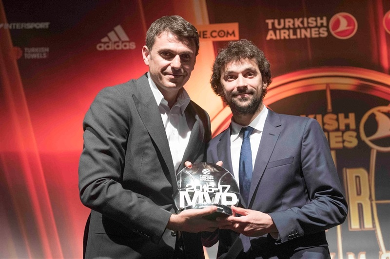 Sergio Llull with Mirsad Turkcan - EuroLeague MVP 2016-17 - Final Four Istanbul 2017 - EB16