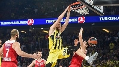 Final Four moments: Vesely, Fenerbahce start with a bang, 2017