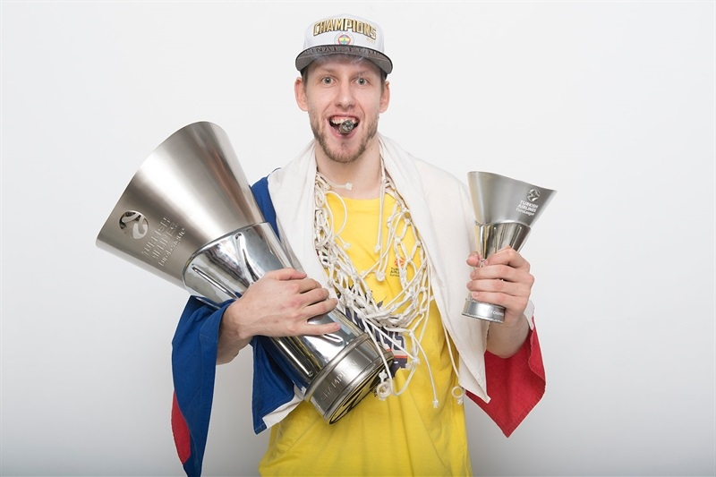 Jan Vesely - Fenerbahce Istanbul trophy photo shoot - Final Four Istanbul 2017 - EB16