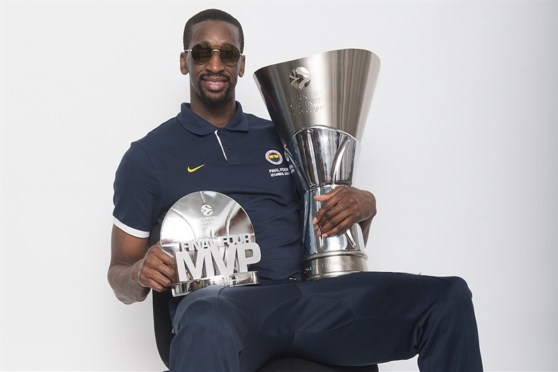 Ekpe Udoh - Fenerbahce Istanbul trophy photo shoot - Final Four Istanbul 2017 - EB16