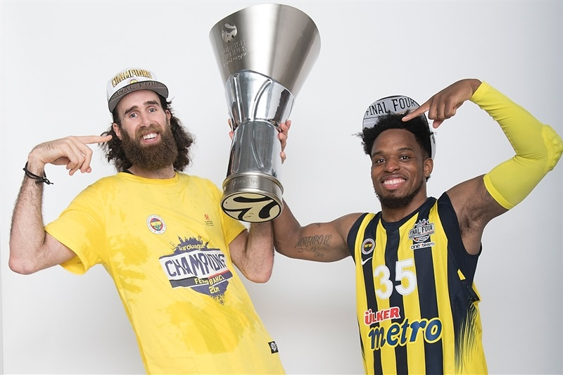 Luigi Datome and Bobby Dixon - Fenerbahce Istanbul trophy photo shoot - Final Four Istanbul 2017 - EB16