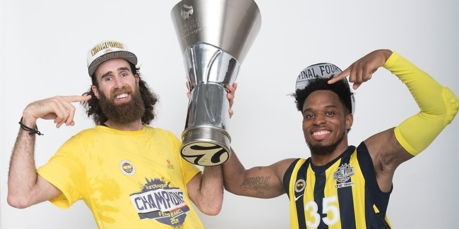 Fenerbahce Istanbul trophy photo shoot