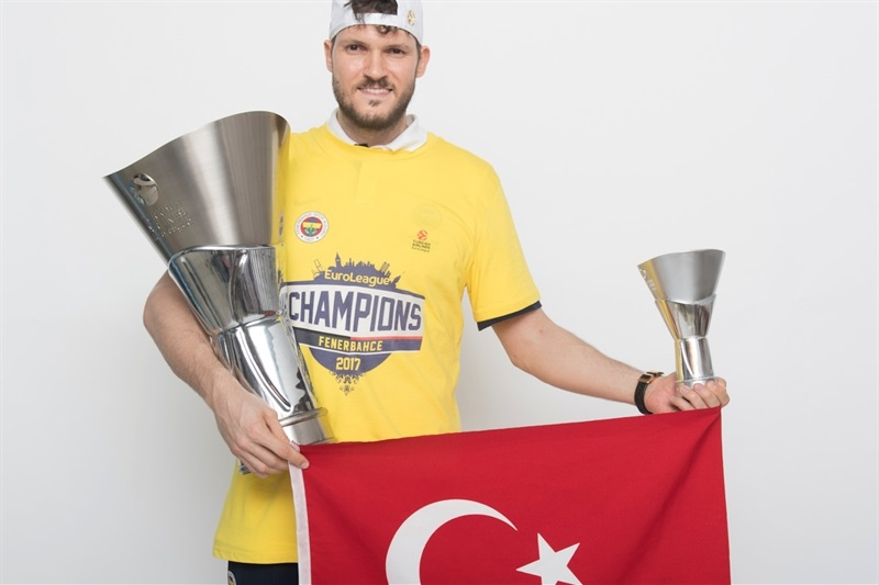 Baris Hersek - Fenerbahce Istanbul trophy photo shoot - Final Four Istanbul 2017 - EB16