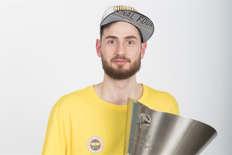 Egehan Arna - Fenerbahce Istanbul trophy photo shoot - Final Four Istanbul 2017 - EB16