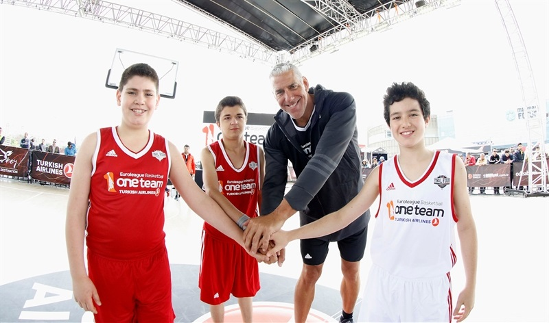 Joe Arlauckas - Legends One Team Session and Exhibition Game in FanZone - Final Four Istanbul 2017 - EB16