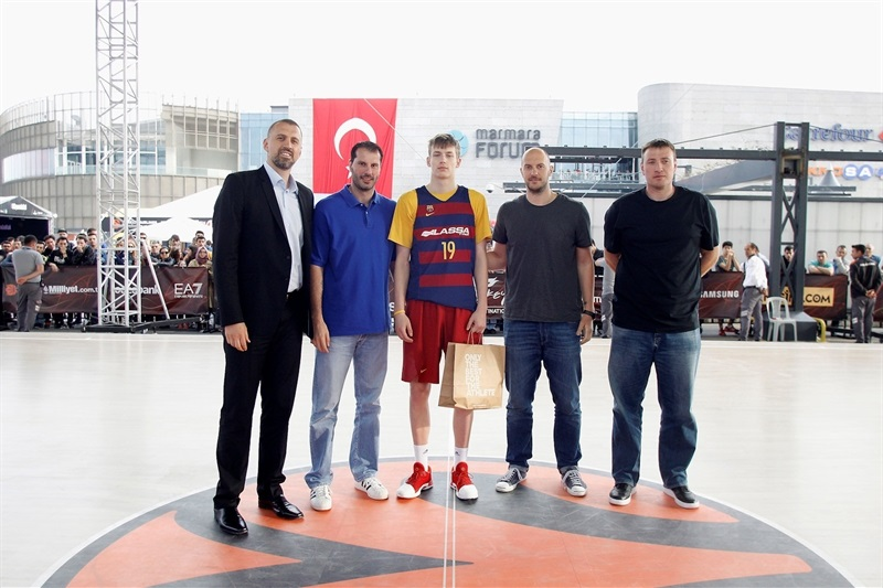 Legends in Slam Dunk Contest - Final Four Istanbul 2017 - EB16