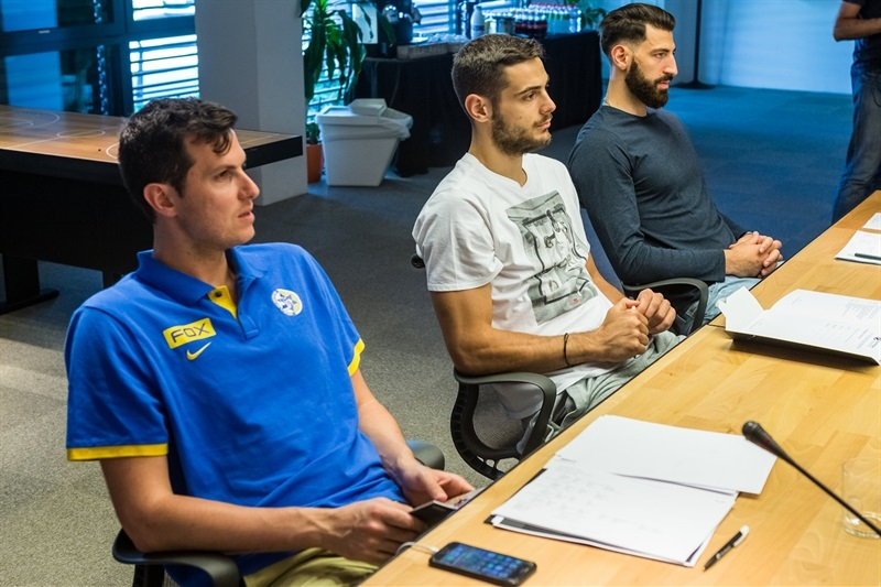 Teams Captains in meeting EuroLeague office - EB16
