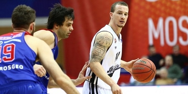 Efes adds guard Adams