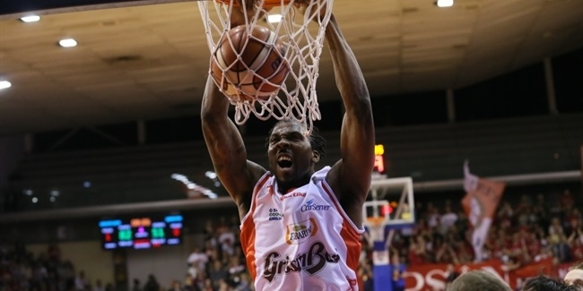 Reggio Emilia re-signs center Reynolds