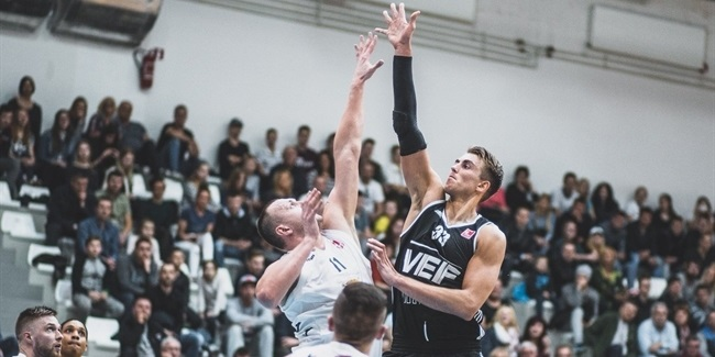 Unics signs center Meiers