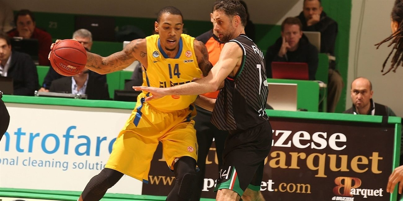 Khimki inks power forward Thomas