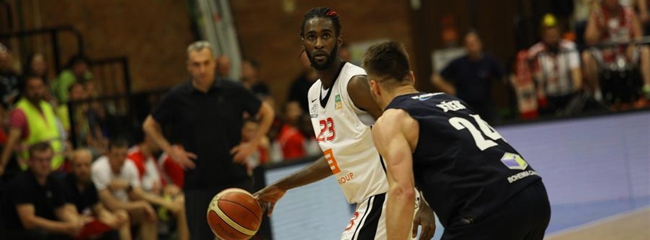 Darussafaka adds forward Sant-Roos