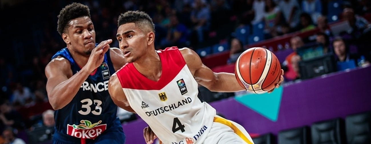 Maodo Lo vs. Axel Toupane (photo: fiba.com)