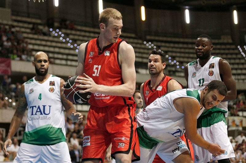 Tryggvi Hlinason - Valencia Basket in preseason (photo Appart City Cup) - EB17
