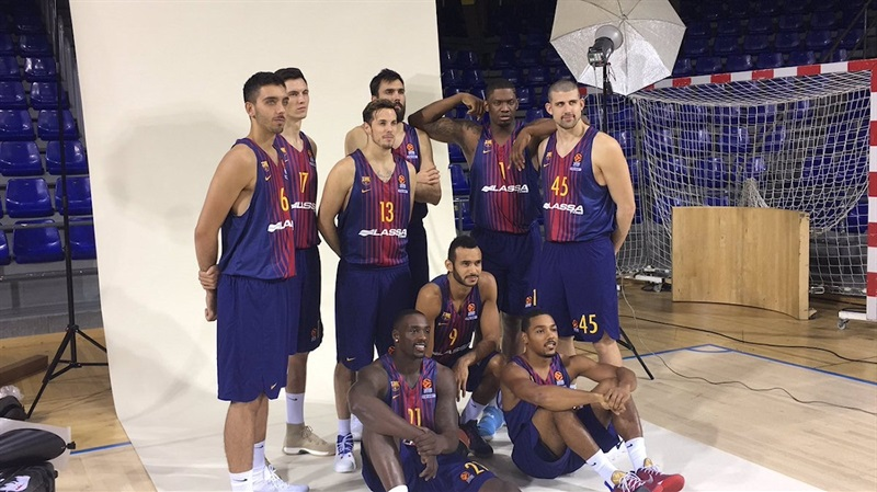 Players FC Barcelona in Media Day 2017 (photo FC Barcelona) - EB17
