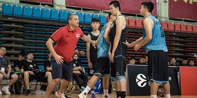 Coaching clinic continues building bridges to China
