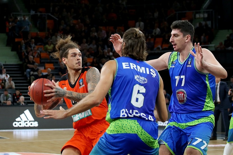 Isaac Fotu - ratiopharm Ulm (photo Ulm) - EC17