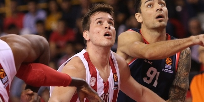 Promitheas inks forward Agravanis