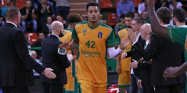 Limoges re-signs forward Howard