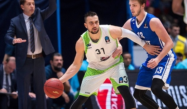 Lokomotiv signs guard Paunic