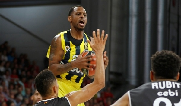 RS Round 6 report: The champs turn on defense, run through Bamberg