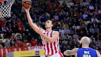 Olympiacos rolls Zvezda to share top spot again