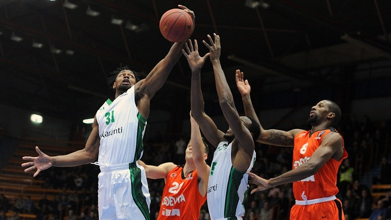 James Bell - Darussafaka Istanbul (photo Cedevita) - EC17