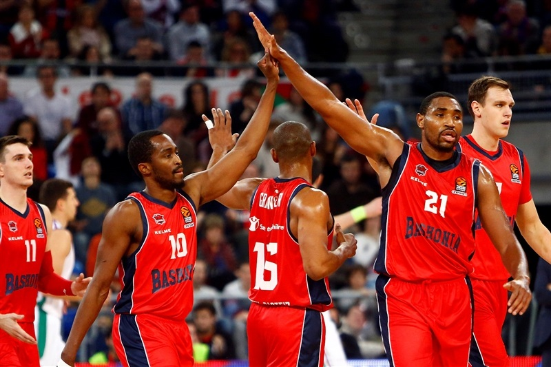 Rodrigue Beaubois and Kevin Jones celebrates - Baskonia Vitoria Gasteiz - EB17