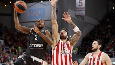 Wright shines as Brose launches stunning comeback to upset Olympiacos
