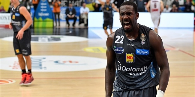 Trento adds little big man Hogue