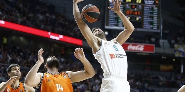 Reyes, second player to reach 300 games