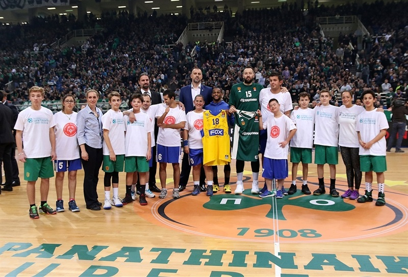 Pierre Jackson and Ian Vougioukas with One Team - Panathinaikos Superfoods Athens - EB17