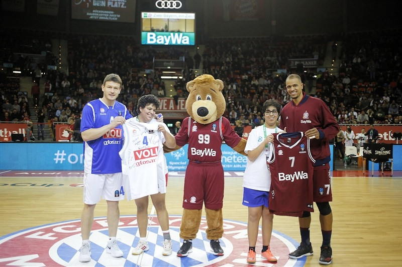One Team - Suad Sehovic and Alex King - FC Bayern Munich vs. Buducnost VOLI Podghorica (photo FCBB) - EC17