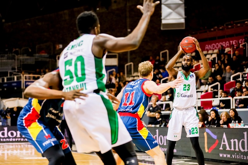 Howard Sant-Roos - Darussafaka Istanbul (photo Albert Martin Imatge) - EC17
