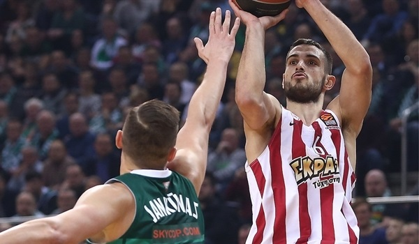 Panathinaikos plucks Papapetrou from rival Olympiacos